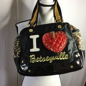 BETSEYVILLE Large Tote Purse Black w/♥️ Wallet
